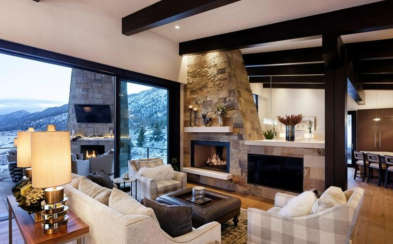 Interior living room of 1711 property